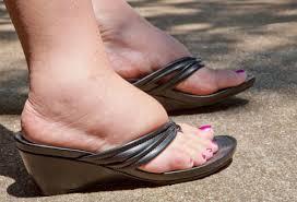 τα πόδια πρήζονται συχνότερα το καλοκαίρι